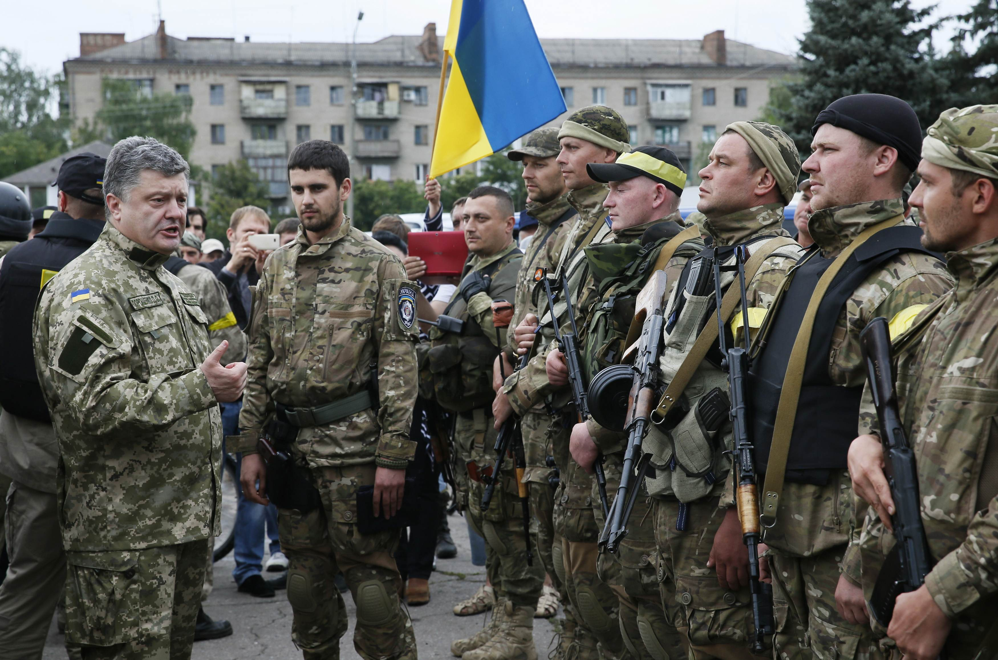 Ukrainian President Petro Poroshenko addresses members of the Ukrainian special task police squadron in the eastern Ukrainian town of Slaviansk