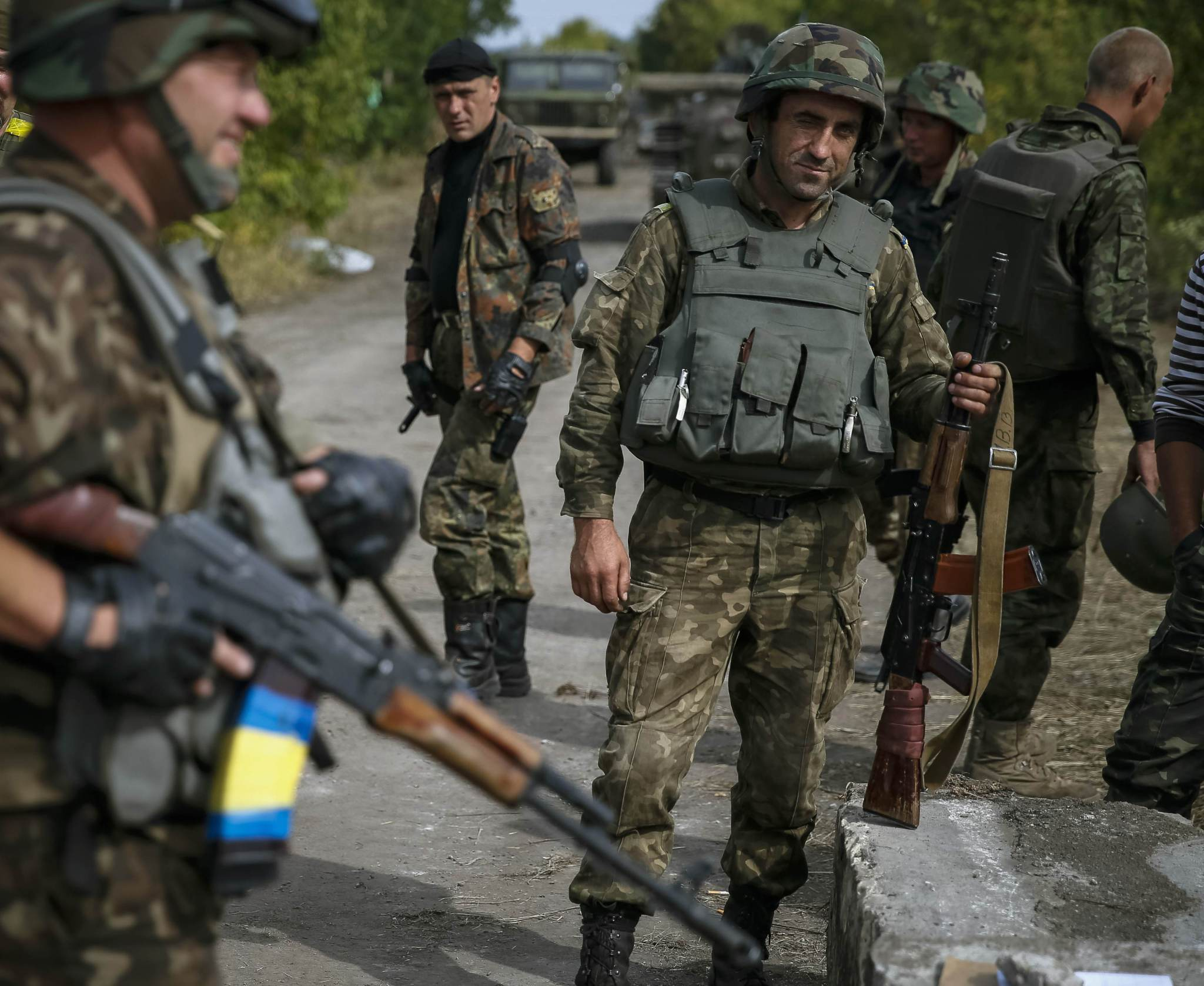 Ukrainian soldiers stand at a checkpoint near the eastern Ukrainian town of Pervomaysk