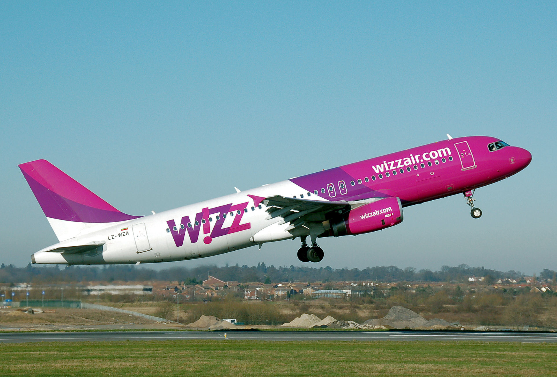Whizzair.a320-200.lz-wza.leavesground.arp