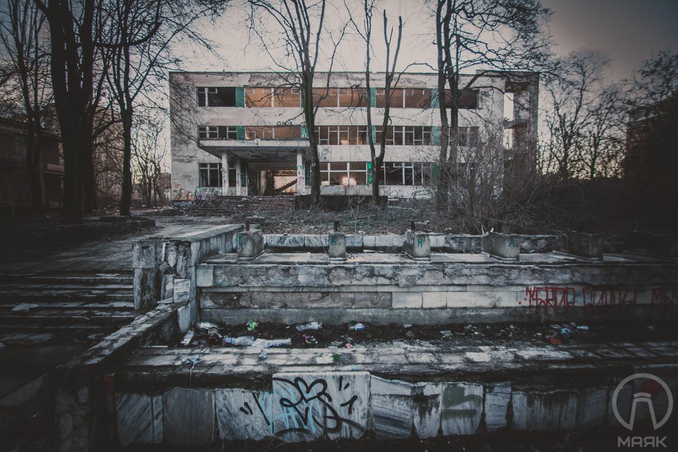 Декорации к фильму ужасов в Одессе: руины санатория «Украина» (фоторепортаж)