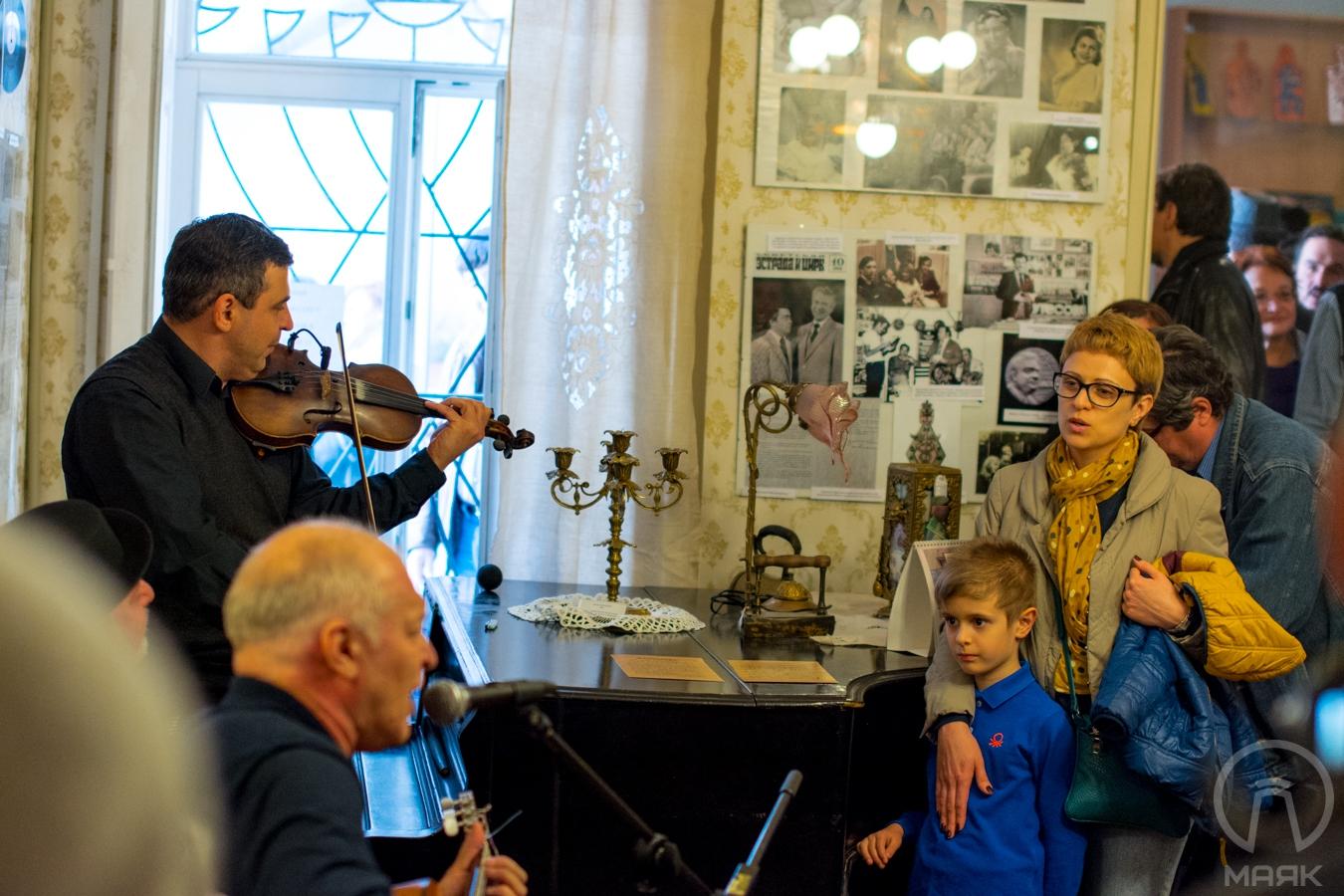 В Музее истории евреев Одессы открылась выставка к юбилею Утесова (фоторепортаж)