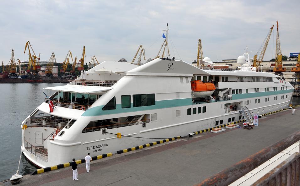 «Люксовая» круизная яхта доставила в Одессу 40 американских туристов (фото)