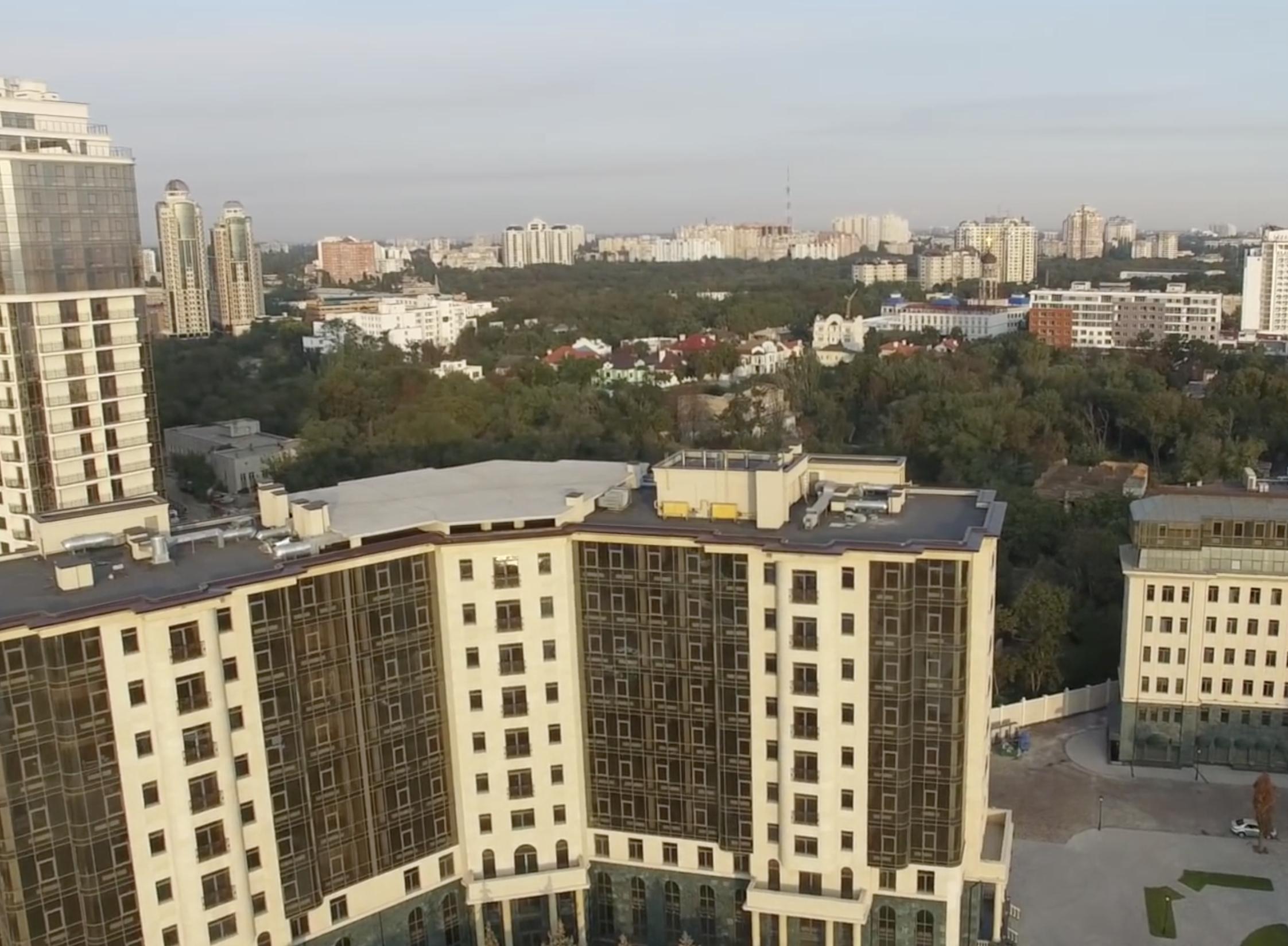 Бывший санаторий рядом с одесской Аркадией: коттеджи и высотки над побережьем (видео)