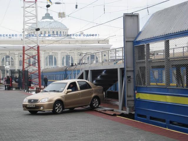 Из Одессы начали перевозить легковые автомобили на поезде (фото)