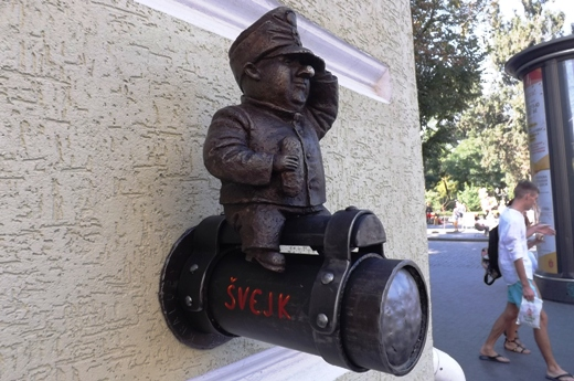 В Одессе на «Гамбринусе» появилась скульптура бравого солдата Швейка (фото)