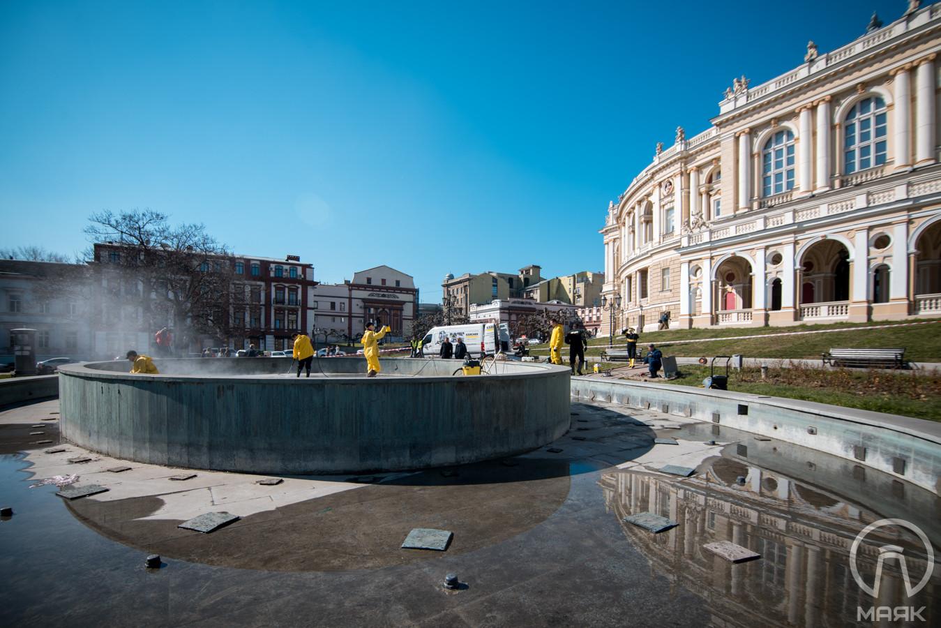 В Одессе готовят к включению фонтан у Оперного театра