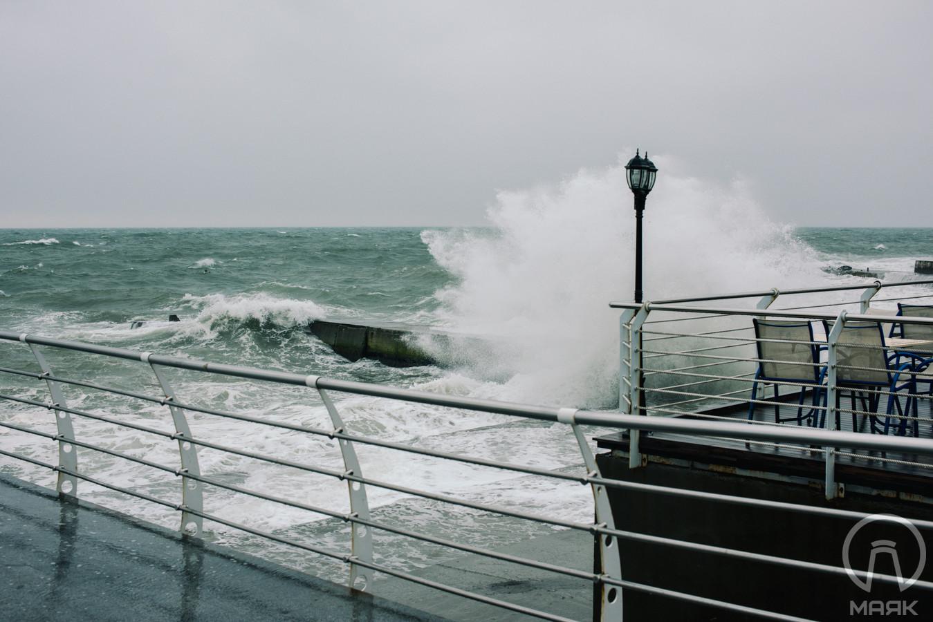 Апрельский шторм у побережья Одессы — 20 кадров
