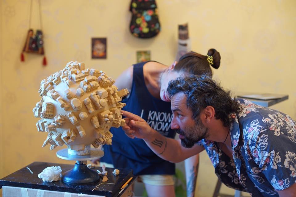 Скульптор с Burning Man создал «глобус Одессы» с копиями известных зданий