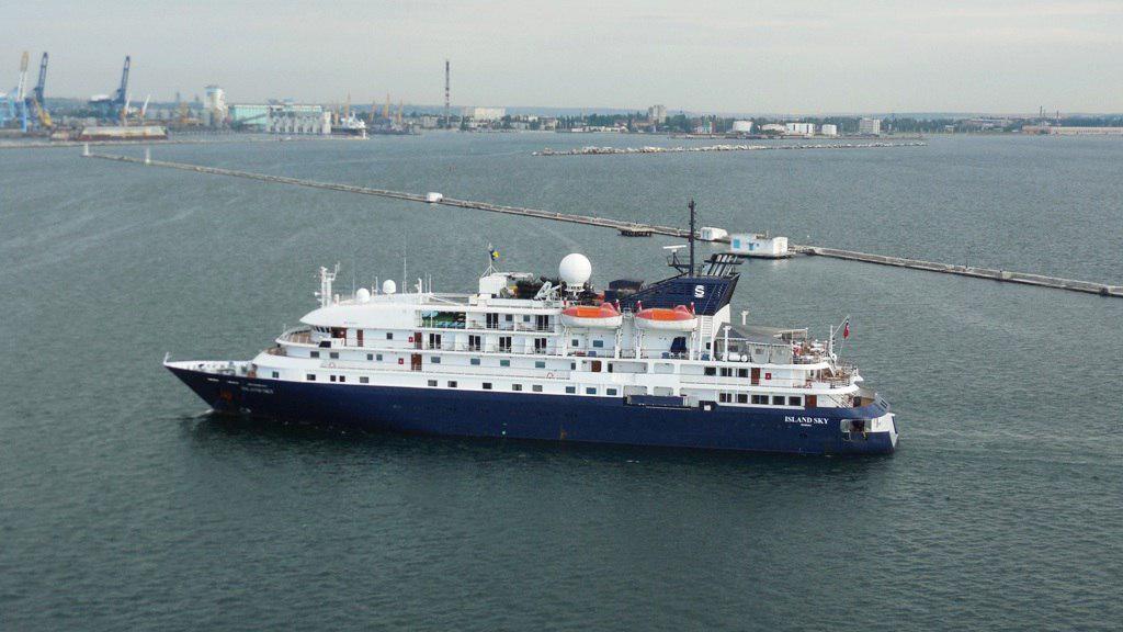 В Одессу зашел первый в сезоне морской круизный лайнер — люксовый Island Sky