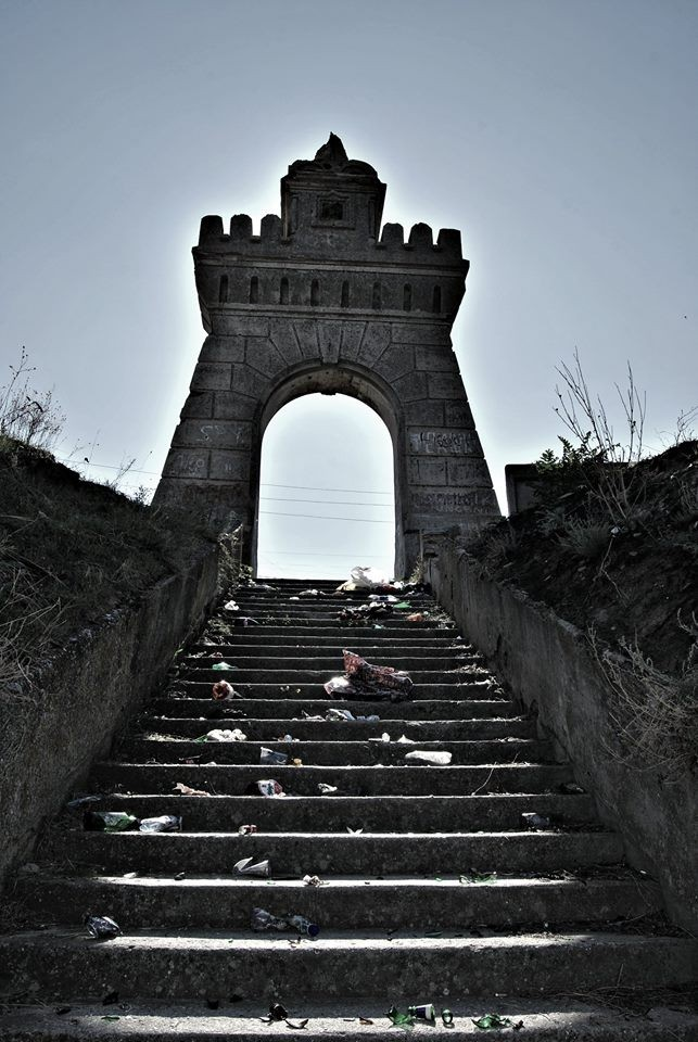 Куяльницкую арку XIX века пора спасать от местных жителей – историк