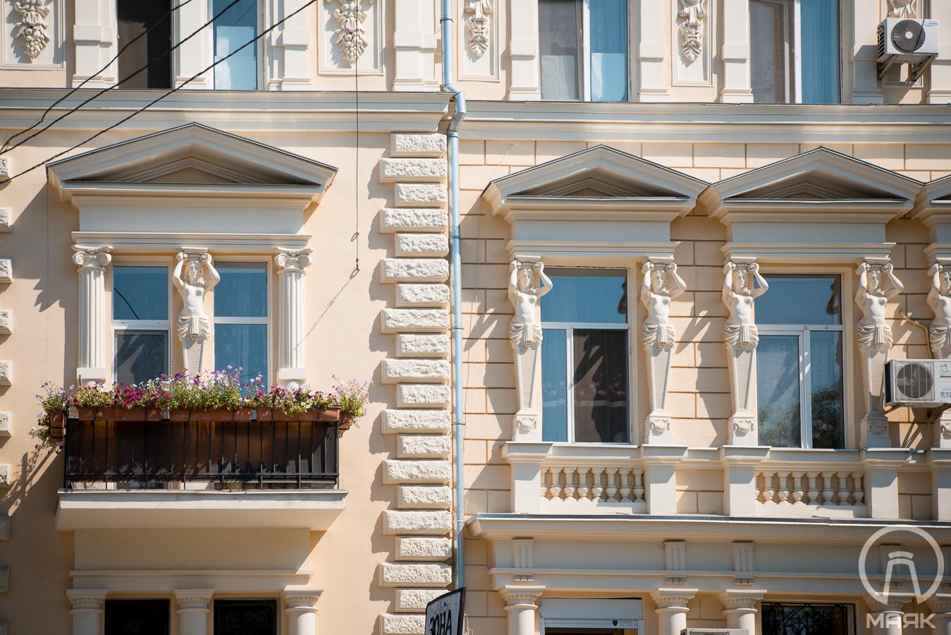 Доходный дом Новикова: атланты и кариатиды у моста Коцебу