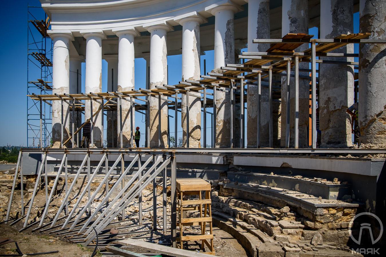 Не в белый: реставратор рассказал, как покрасят Воронцовскую колоннаду