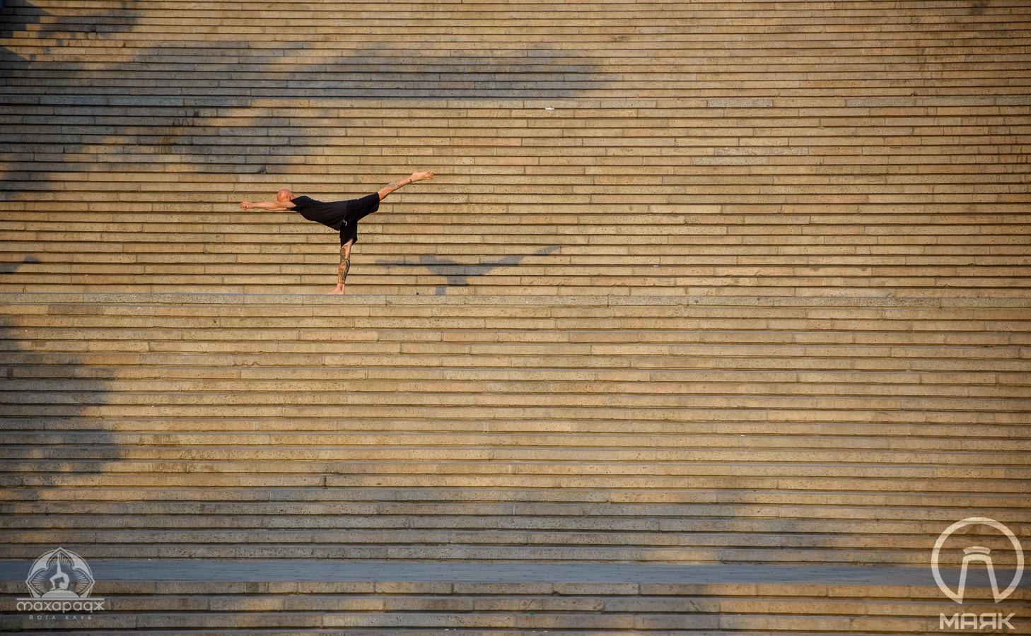 Асана на Потемкинской: йоги в утренней Одессе