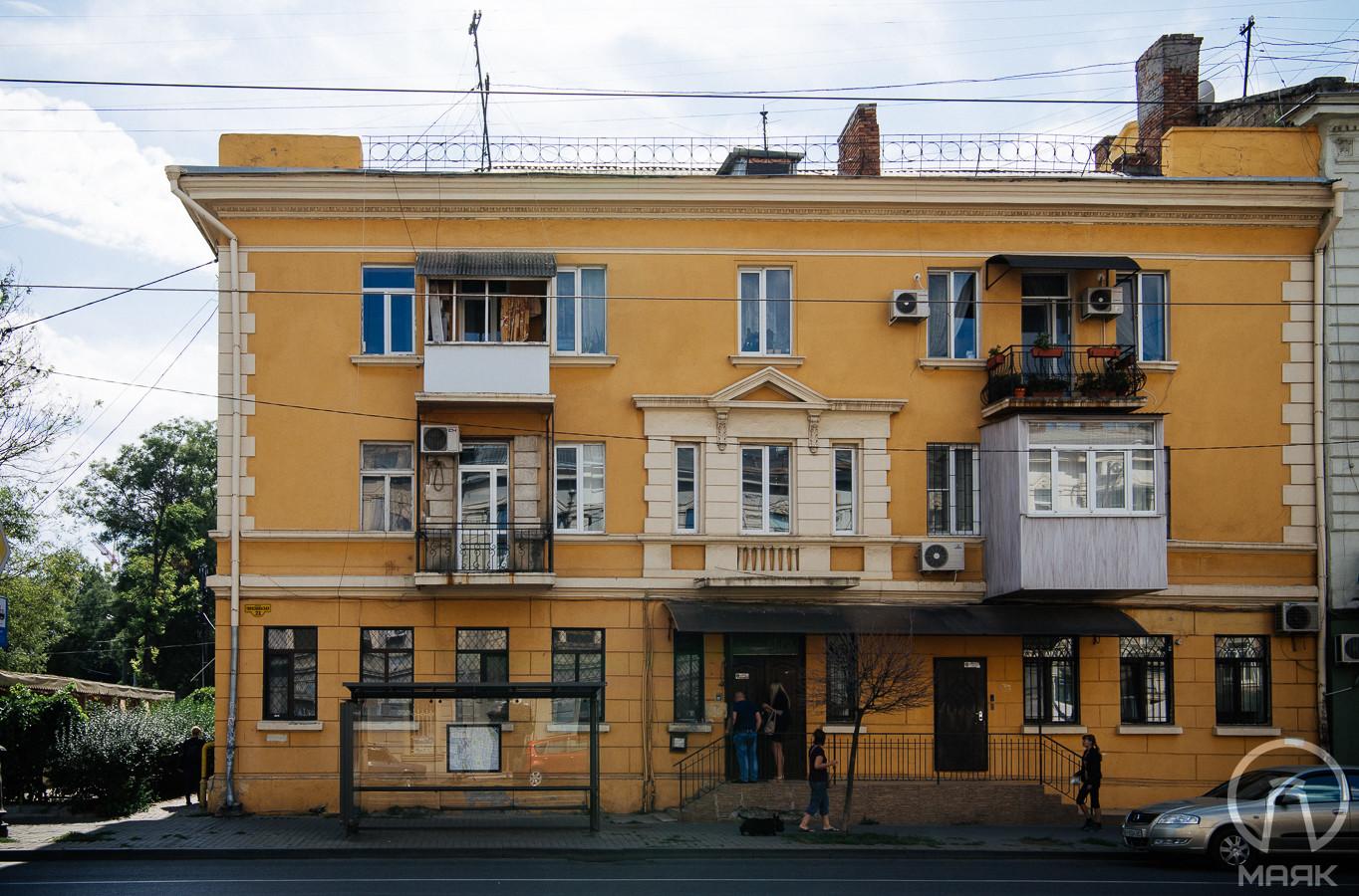 Плющевое здание (1)