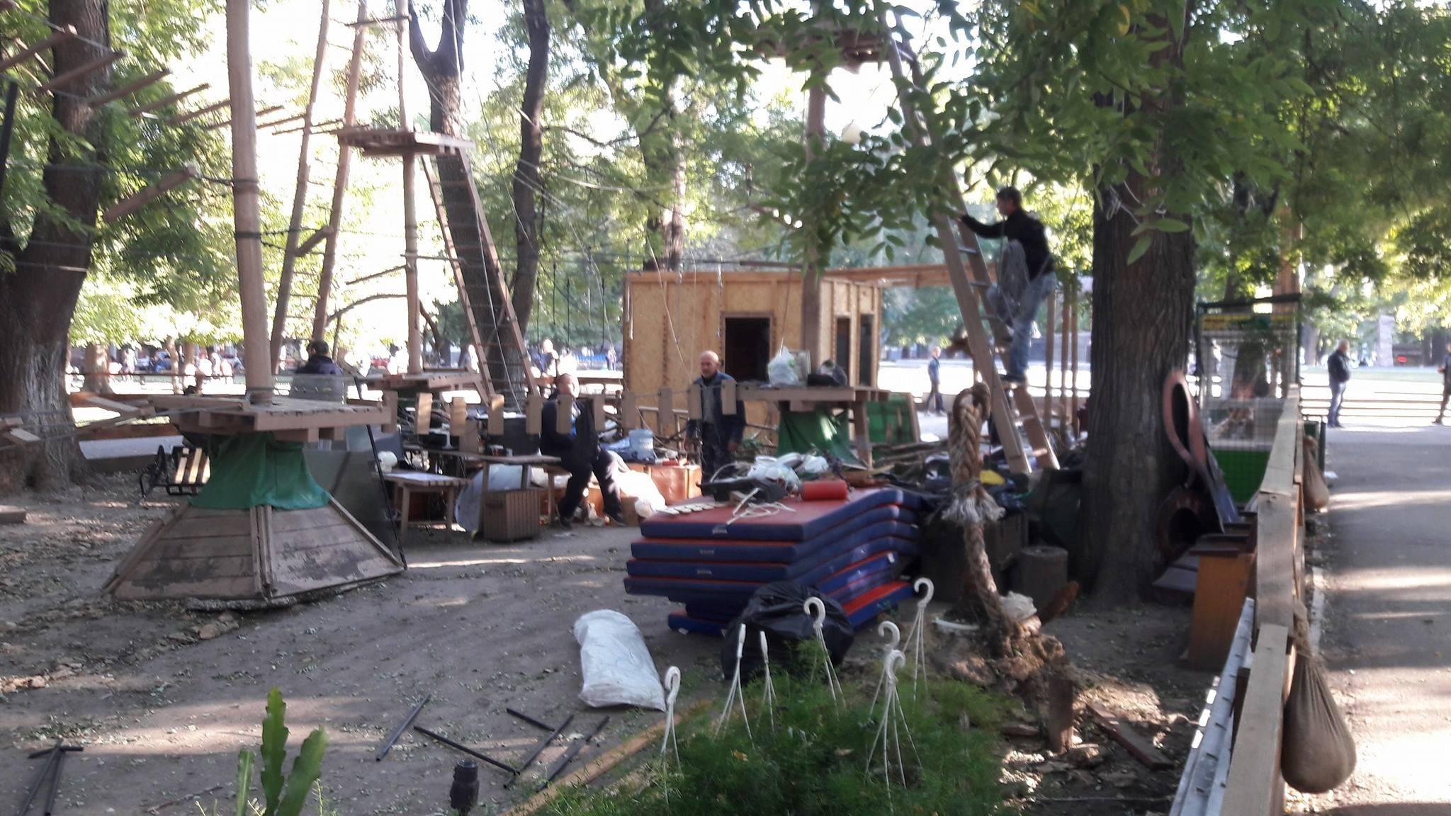 Мэрия Одессы решила закрыть веревочный парк «Летучий голландец» в центре города