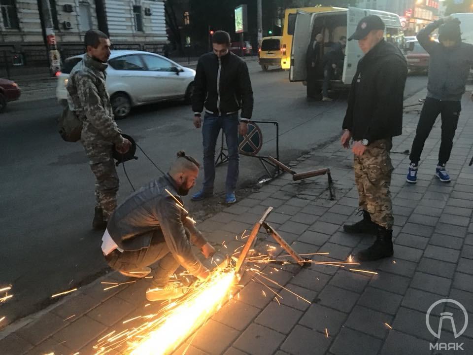 В Одессе патриоты срезали ночью около 60 юнипаркеров