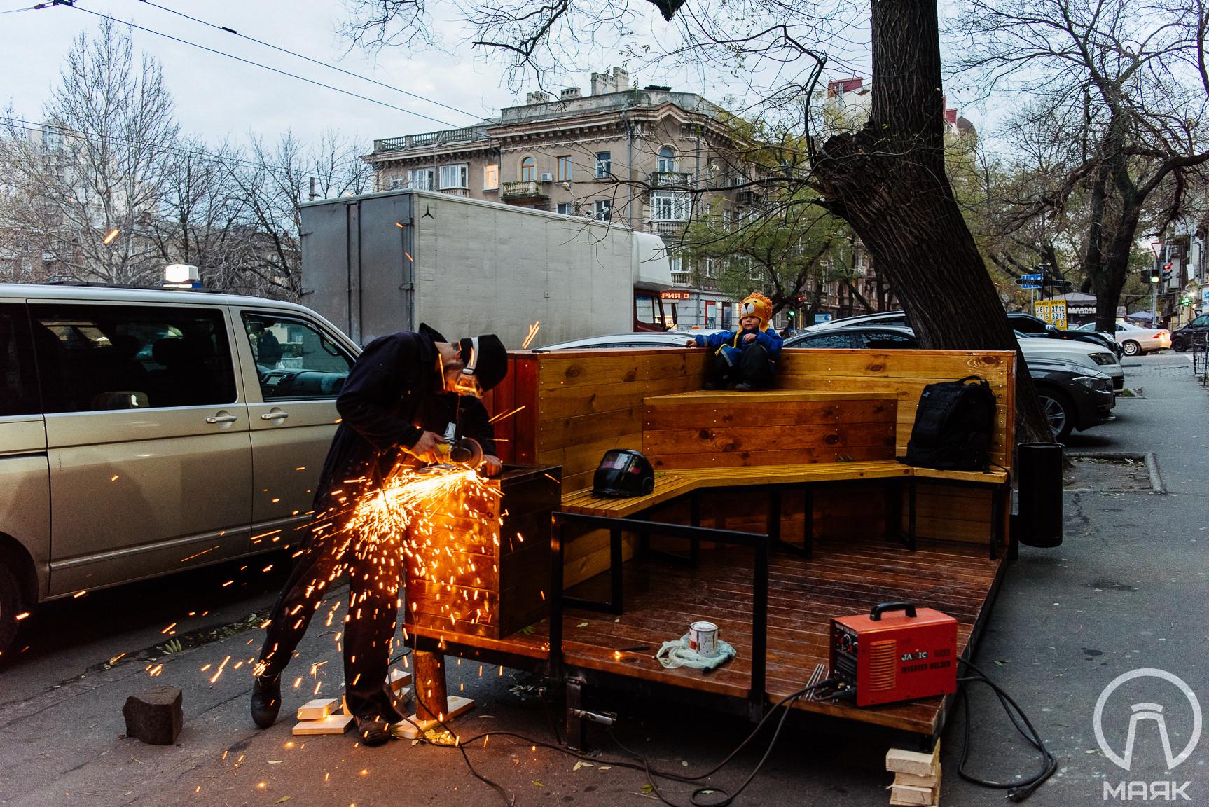 В Одессе устанавливают первый в городе парклет