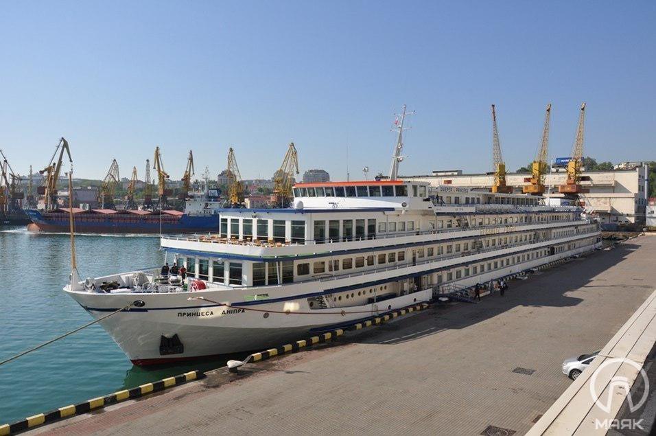 В Одесский порт будут заходить лайнеры типа река-море
