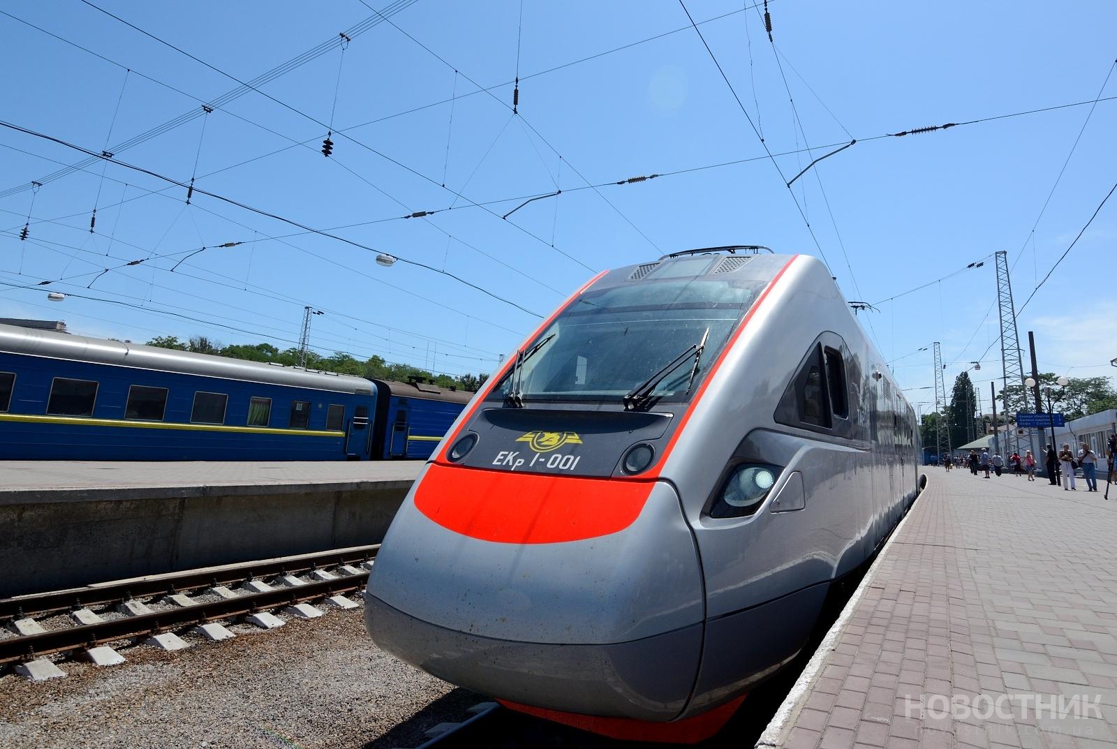 Время следования поездов между Одессой и Киевом планируют уменьшить на два часа