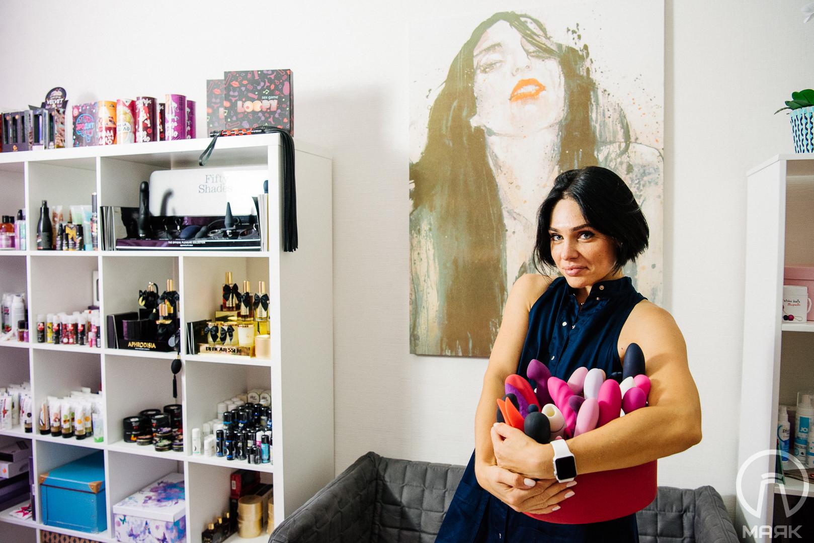 """""""Я пишу отзывы на вибраторы"""", — хозяйка онлайн-магазина для взрослых рассказывает о своей работе"""