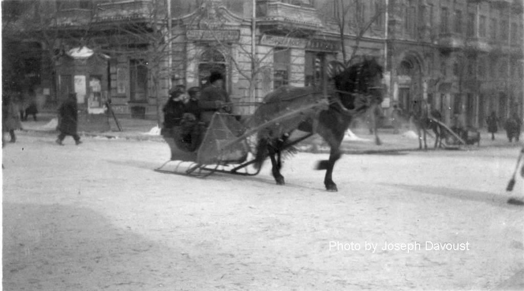 «Это дореволюционные фотки, или, скорей всего, были сделаны во время Гражданской Войны 1917-1922». ОпубликованоIlya Sobolev.