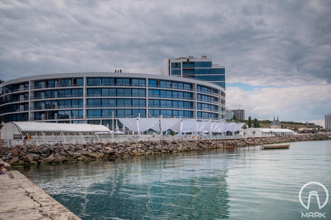На фото — отель Maristella.