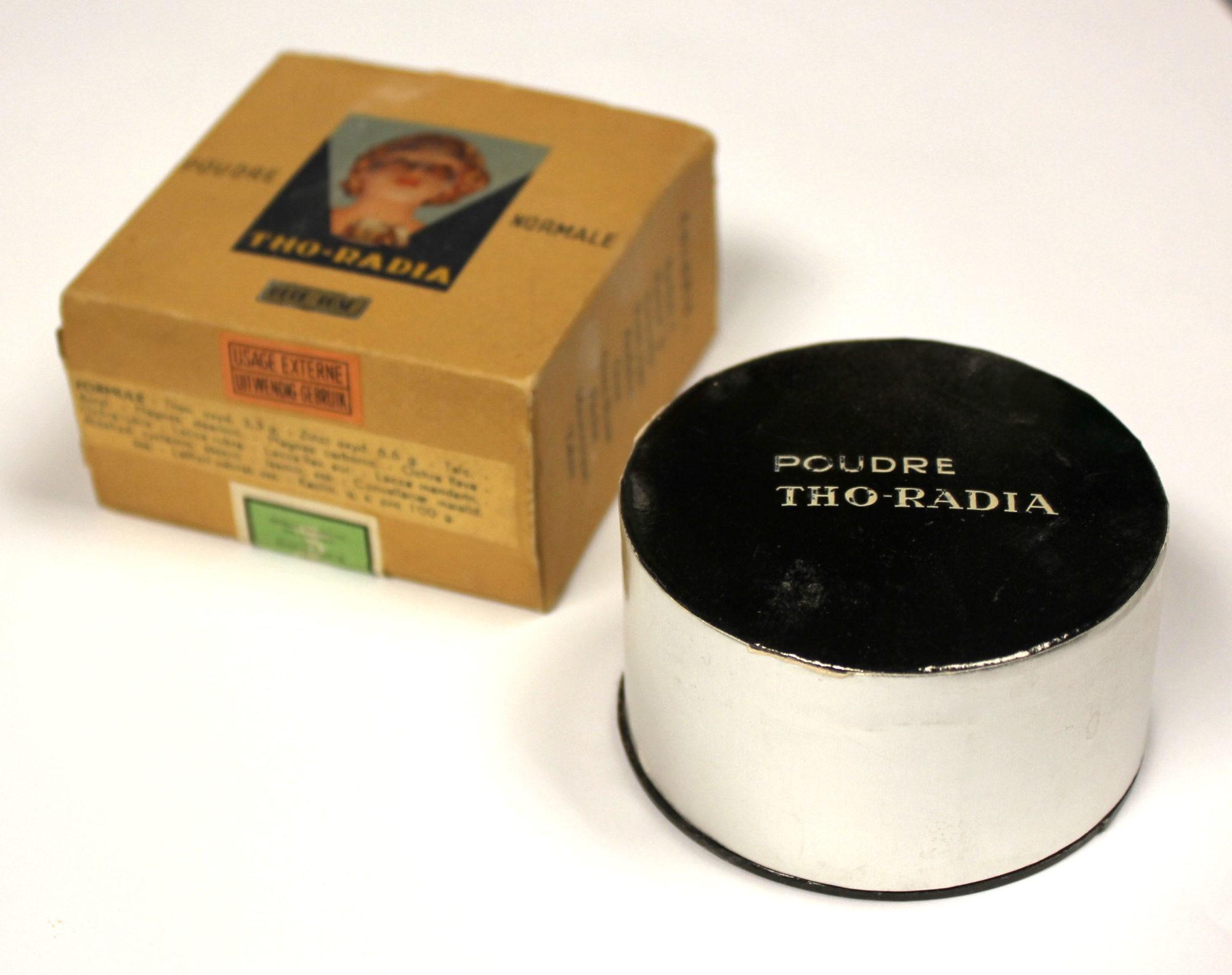 Пудра для лица компании Tho-Radia, которая выпускала косметику, содержащую торий и радий.