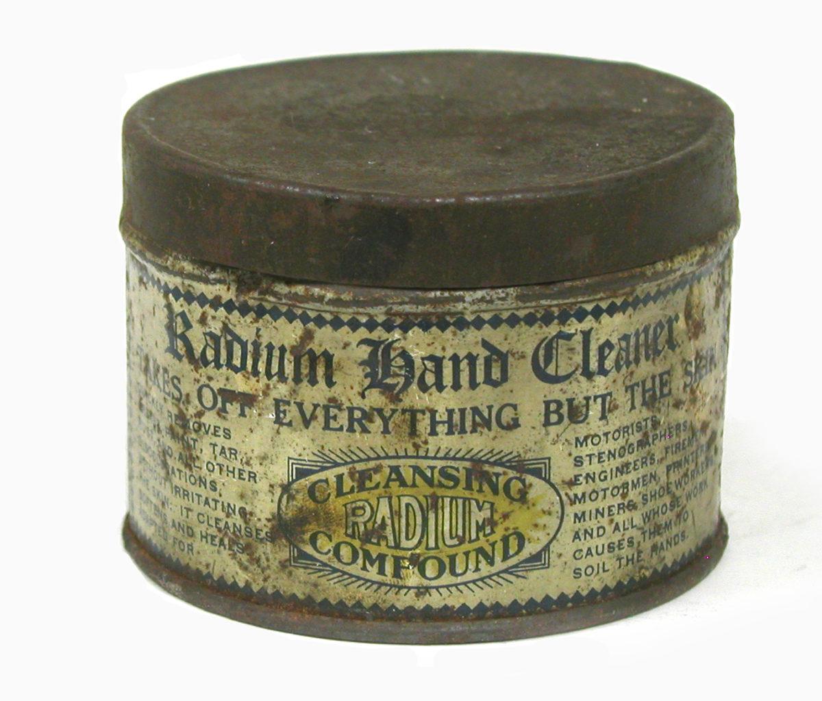 Радиевый очиститель для рук. Инструкция: «Нанести на кожу, чтобы быстро удалить жир, краску, смолу, ржавчину. Не вызывает раздражения».