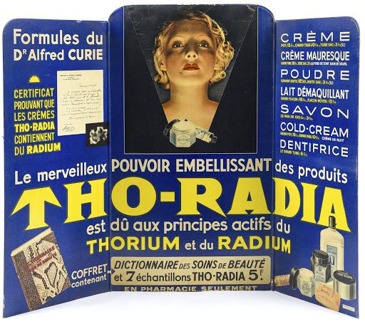 Формулу крема для лица Tho-Radia придумал доктор Альфред Кюри. Это настоящее имя, но доктор не имел никакого отношения к знаменитой семье физиков и химиков Кюри.