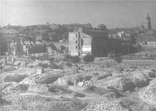 Руины на месте будущего Главпочтамта. Снимок 1940 года.
