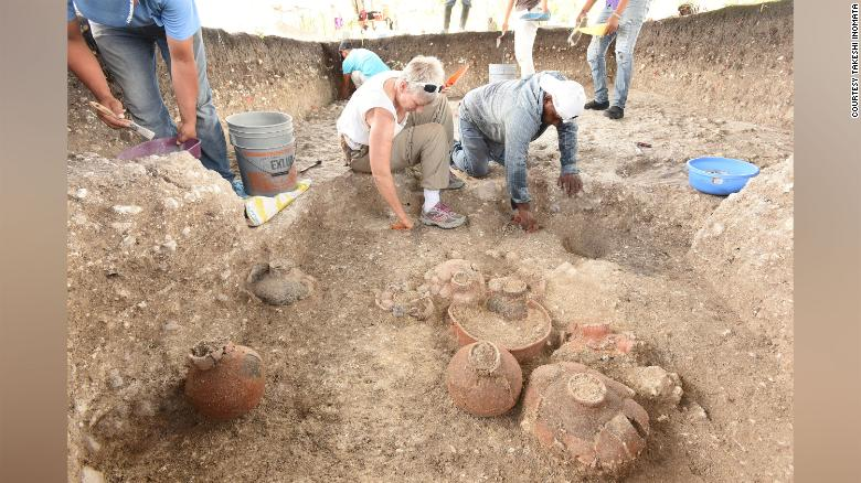 На одном из участков археологи нашли керамику.