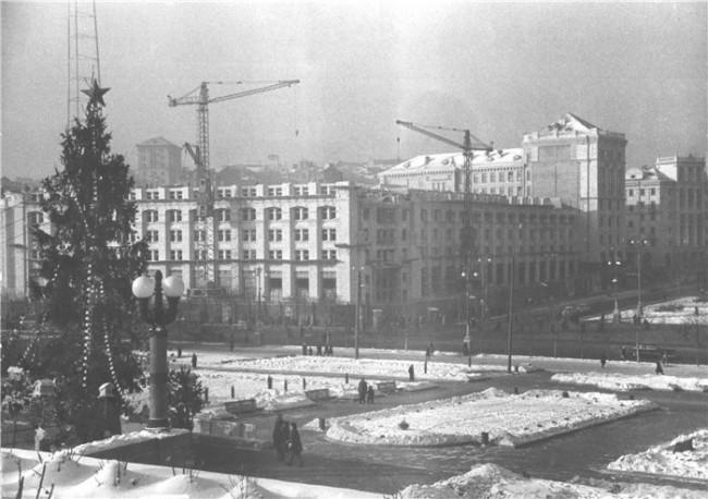 Строительство почтамта. Снимок 1950 года.