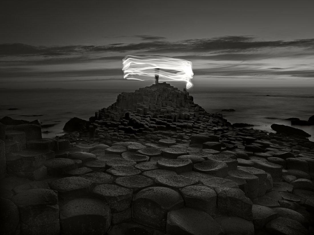 Третье место — «Гигантская мостовая и силуэт. Северная Ирландия». Уго Риччарди. 2018 год.