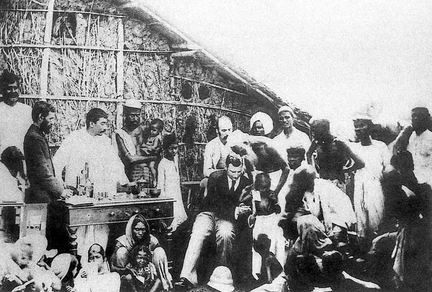 Владимир Хавкин в Индии. Изображение — BBC.