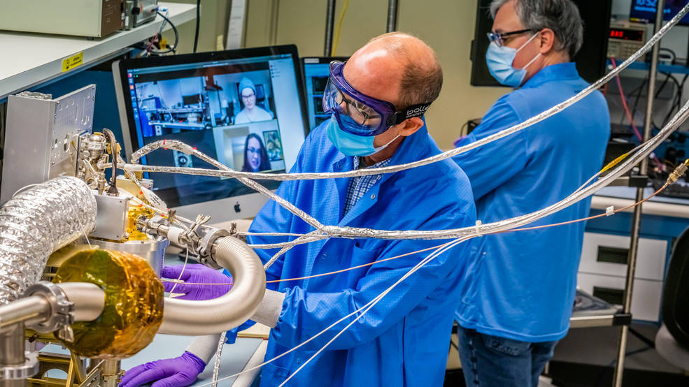 Ученые NASA работают над созданием спектрометра.