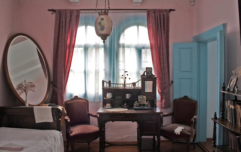 «Розовая комната» — спальня Леси Украинки. Фото —Влад Беспалов.