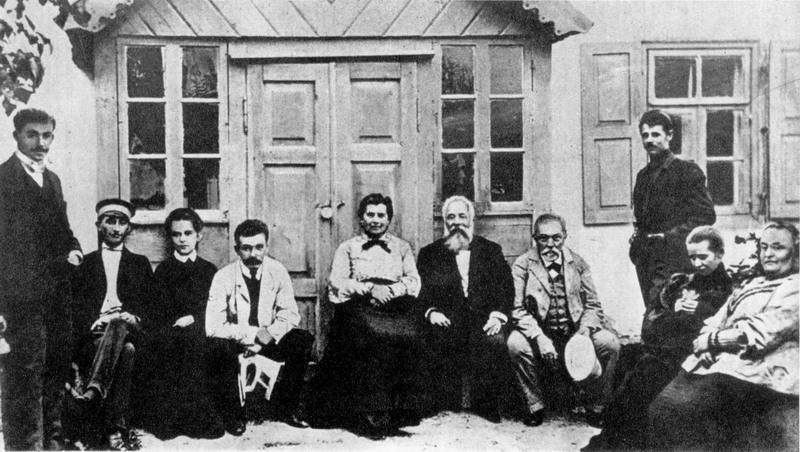 Леся Украинка и ее семья в Колодяжном в 1904 году. Фото —Энциклопедия жизни и творчества Леси Украинки.