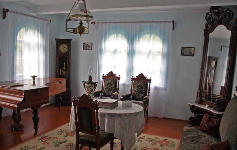 «Голубая комната» — гостиная. Фото —Влад Беспалов.