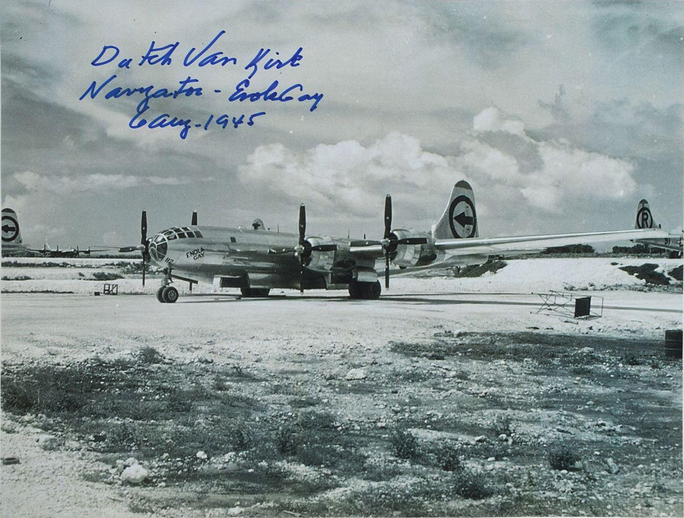 Бомбардировщик В-29 «Энола Гэй».