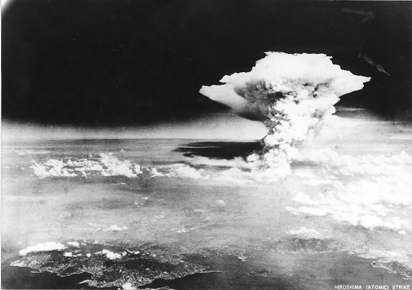 Взрыв атомной бомбы в Хиросиме.