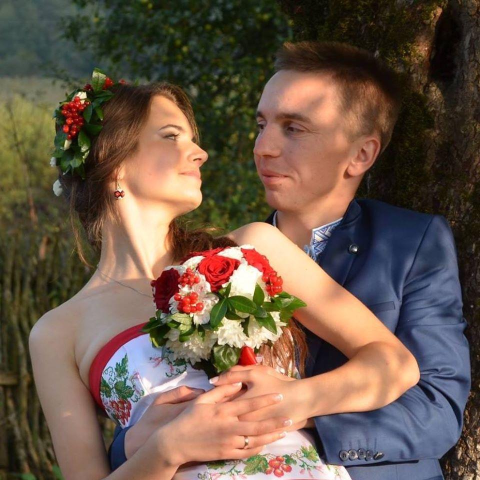 Священник Роман Гром и его жена Наталья на собственной свадьбе в 2015 году. Фото —Роман Гром.