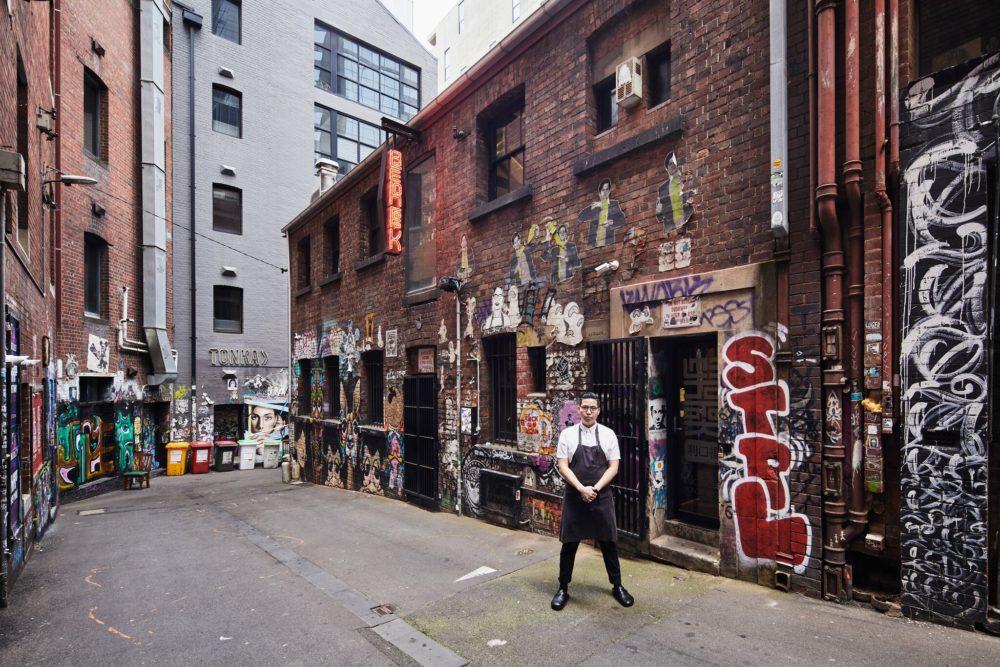 Виктор Лионг возле своего заведения «Ли Хо Фук» в центре Мельбурна.