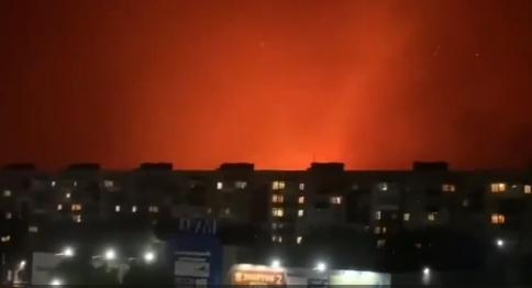 Видео дня. Красное от лесных пожаров небо над Северодонецком