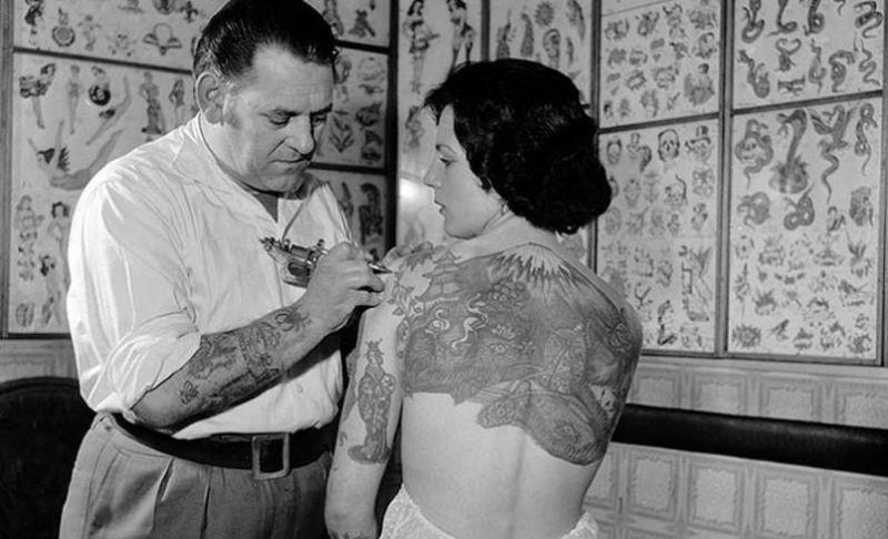 Татуировки повреждают железы, отвечающие за терморегуляцию организма. Исследование