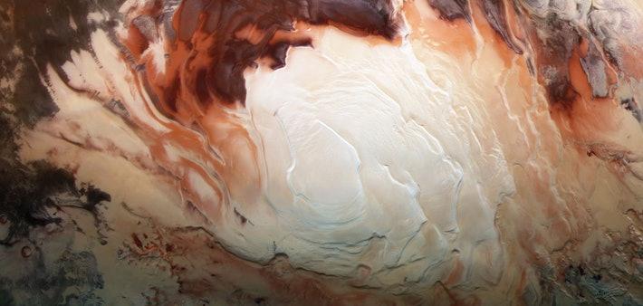 Астрономы обнаружили под ледниками Марса сеть соленых озер. В них могут быть следы жизни