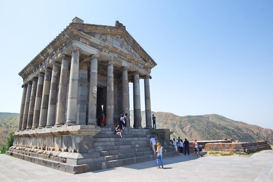 Храм Гарни. Армения. Фото — Advantour.