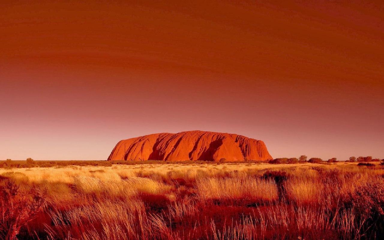 Google удалит из Street View фото австралийской горы. Она священна у аборигенов