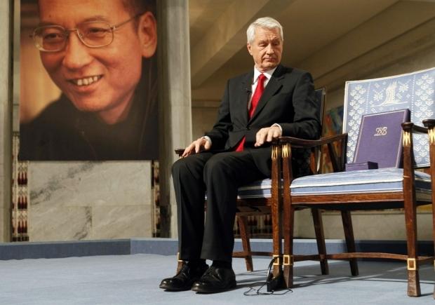 Пустой стул лауреата во время награждения Лю Сяобо Нобелевской премией мира в 2010 году. Фото — Хайко Юнге, AFP.