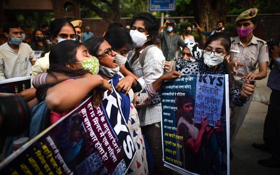 В Индии вспыхнули протесты из-за серии убийств и изнасилований девушек из низших каст