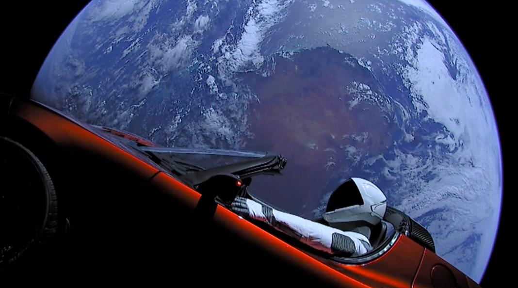 Tesla со Старменом за рулем приблизилась к Марсу